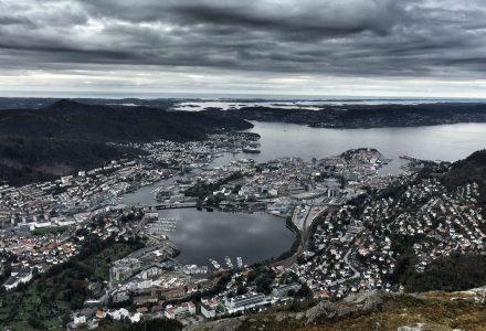 NI AV TI: Belegget i Bergen har vært godt i juli. (Foto: Torgeir Hågøy)