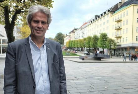 UTOFRDRER: Jpn Sandnes i BNL utfordrer partiene på Stortinget til å ta debatten om hvordan de samlede investeringer i bygg og anlegg skal bidra til verdiskaping, sysselsetting og grønn omstilling. (Foto: Torgeir Hågøy)