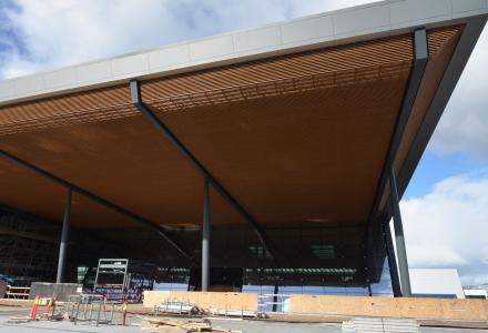 ETT ÅR: Om et år er den nye terminalen på Flesland ferdig. (Foto: Avinor)