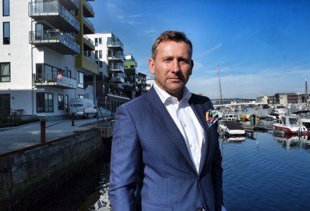 IKKE PLASS: Kommunens nye kart for fortetting vil gi lite rom for barnefamiliene. Det mener Yngve Fløisand i Privatmegleren. (Foto: Torgeir Hågøy)
